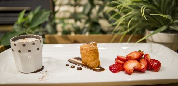 Mocha PannaCotta Cocoa - Set cream with a hint of mocha, Callebaut Chocolate & Sambuca strawberries
